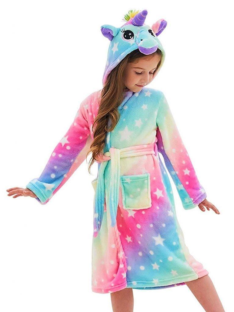 albornoz con capucha de unicornio